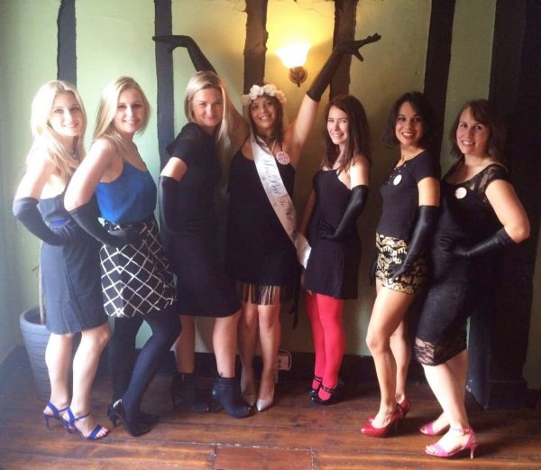 Burlesque hen party with lessons