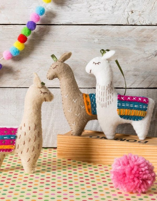 Felt Llamas Craft Kit